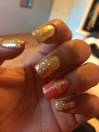 nail polish gold glittery nails