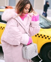 coat,tumblr,pink coat,oversized,oversized coat,fur collar coat,bag,silver bag,silver,metallic,chanel,chanel bag,sweater,pink sweater,chunky knit,streetstyle