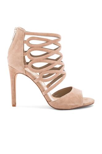 heels beige shoes