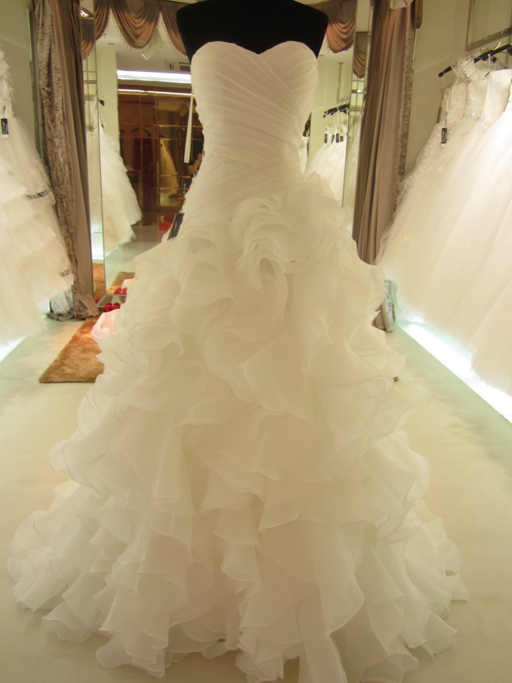2014 Hot Sale Real Picture Organza Ruffle Wedding Dress/Bridal Gown sl 7070-in Wedding Dresses from Apparel & Accessories on Aliexpress.com