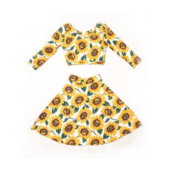 Sunflower 2piece skater skirt and crop top door homecookedkarma
