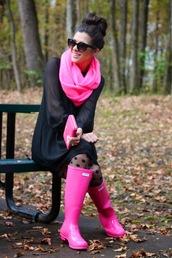 tights,polka dots,stockings,black dress,pink,hunter boots,clutch,bun,wallet,fall outfits,spring,pink lipstick,polka dot tights