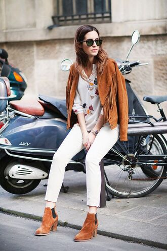 jacket boho jacket boho suede jacket brown jacket fringed jacket fringes pants white pants shirt printed shirt boots brown boots ankle boots mid heel boots sunglasses fall outfits streetstyle