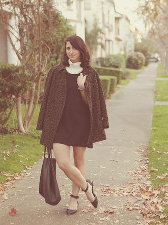 lady a la mode blogger brown flats coat