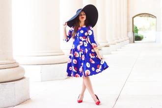carly maddox blogger blue dress floral dress sun hat