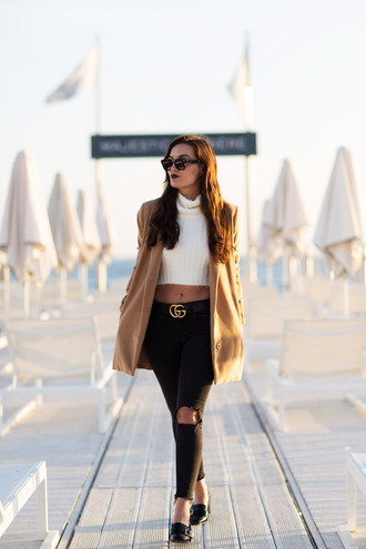 anouska blogger coat sweater jeans belt shoes sunglasses make-up beige coat gucci black jeans cropped turtleneck cropped sweater pilgrim shoes high heel loafers white cable knit sweater