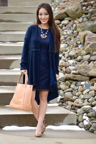 sensible stylista blogger dress cardigan jewels bag shoes