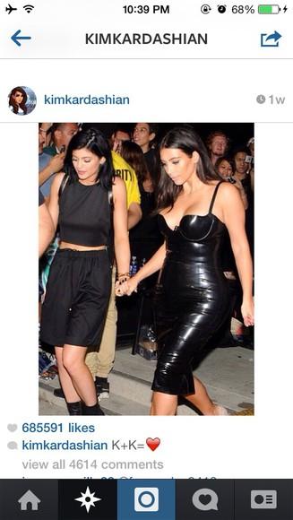 black pants kylie jenner black shirt kardashians