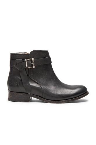 boot short black