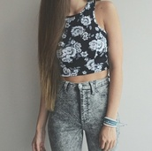 top,floral,floral t shirt,flowerpattern,flowerpower,black,white,high waisted denim shorts,buttons,denim,washed denim shorts,2014,long hair,belly top