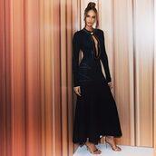 dress,joan smalls,model off-duty,black dress,black,long sleeve dress,keyhole dress,keyhole