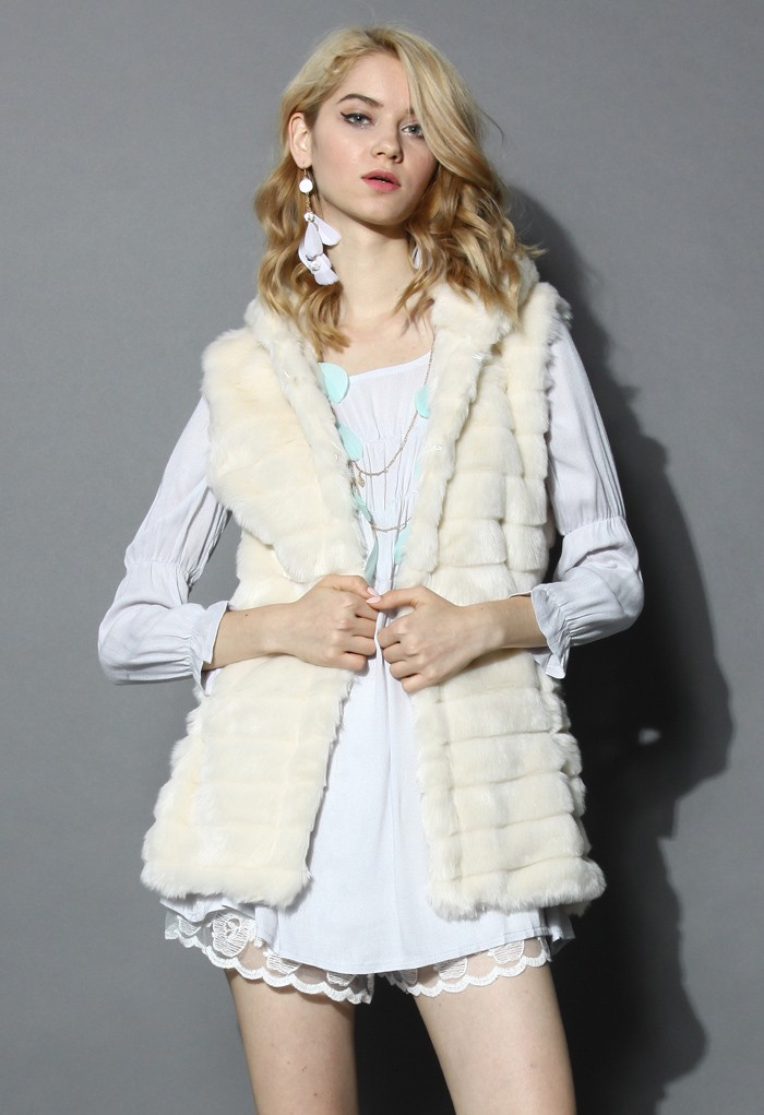 Cream faux fur hooded quilt vest