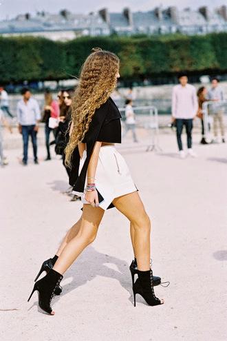 vanessa jackman blogger shorts fashion week 2015 black boots shoes belt