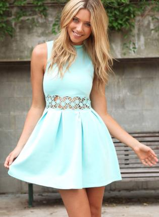 Neck dress with cut