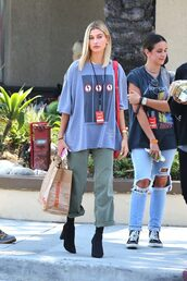 shoes,pants,t-shirt,oversized t-shirt,oversized,hailey baldwin,streetstyle,model off-duty,top,shot from the street,model