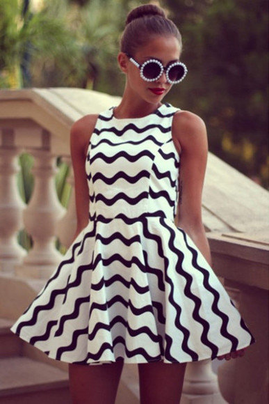 pleated black and white black and white dress pattern patterned dress black and white pattern