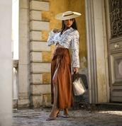 bag,handbag,transparent  bag,vinyl,maxi skirt,mid heel pumps,wrap skirt,crop,printed shirt,hat
