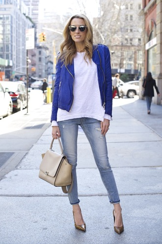 mind body swag blogger white top blue jacket royal blue light blue jeans handbag beige bag spring outfits