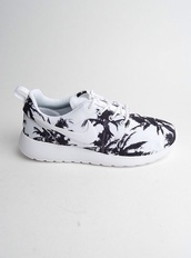shoes,nike,nike sneakers,b&w,palm tree print,summer,black,with,girly,nike roshe run