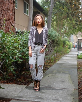 monkeyshines blogger top blazer ripped jeans lace-up shoes torn jeans
