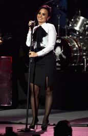 blouse,skirt,black and white,demi lovato,heels,pumps,shoes