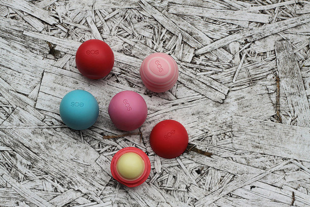 so in carmel blogger cosmetics eos make-up lipstick grunge wishlist lip balm bathroom face care
