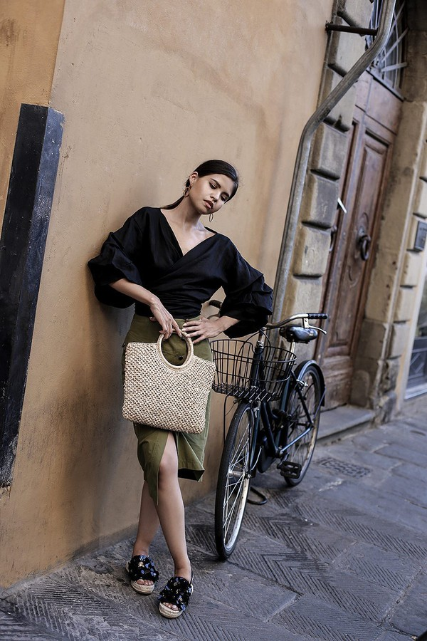 fake leather blogger top bag shoes jewels sunglasses dress hat black blouse green skirt fall outfits slide shoes