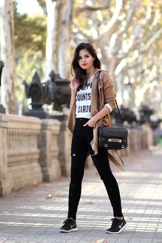 shoes brown blazer graphic tee black skinny jeans black and gold bag black sneakers blogger