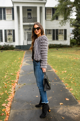 jacket tumblr faux fur jacket grey jacket denim jeans blue jeans boots black boots sunglasses bag black bag handbag