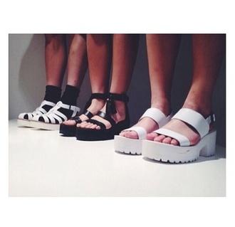 shoes platform shoes plateau plateau shoes grunge soft grunge black white tumblr weheartit sandals flat sandals pale