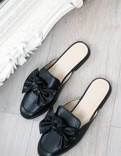 shoes,blue vanilla,mules,black mule loafers,loafers,black shoes,black sandals,slide shoes,bow,bow shoes,black loafers,summer sandals