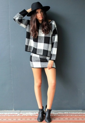 dress divergence clothing monochrome cozy sweater mini skirt black and white skirt oversized sweater trendy grunge hipster sweater tumblr girl tumblr fashion tumblr clothes plaid fall outfits
