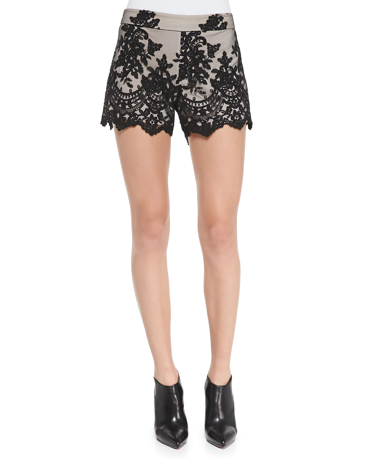 Contrast Lace Slim Scalloped Shorts