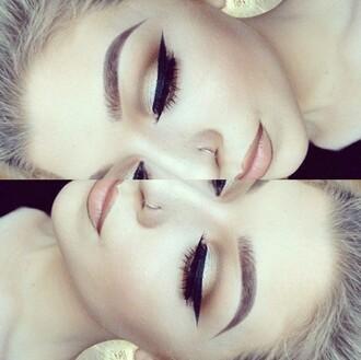 make-up cute pretty matte matte lipstick lipstick lip liner eyes naked eyeshadow eye shadow eyeliner eye makeup eyelashes