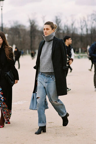 vanessa jackman blogger jeans ripped boyfriend jeans turtleneck grey sweater