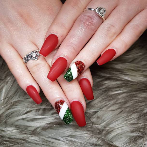 nail polish christmas nail art holiday nail art holidays nail art red nails nail art nails fake nails