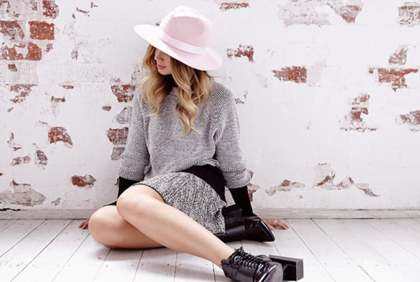 friend in fashion blogger hat fedora grey sweater grey dress black boots