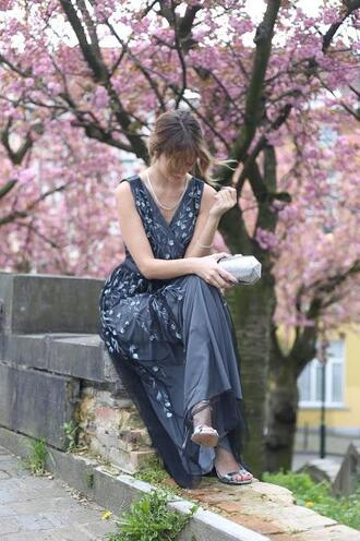 from brussels with love blogger dress shoes bag jewels spring outfits maxi dress clutch sandals navy dress