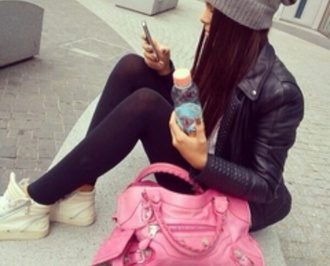 jacket black leather jacket beanie grey beanie black leggings hipster sunglasses pink purse bag