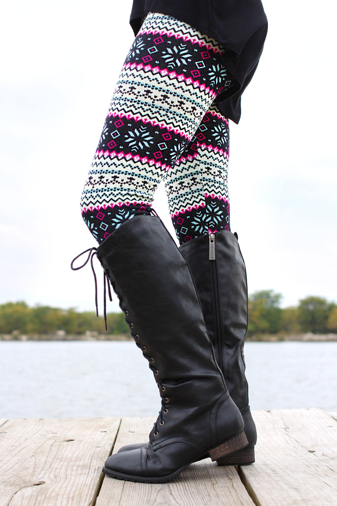 Isle Print Sweater Leggings - UOIONLINE.COM