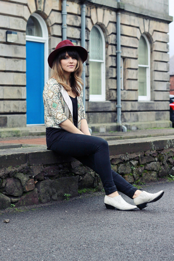 the little magpie jacket t-shirt jeans shoes