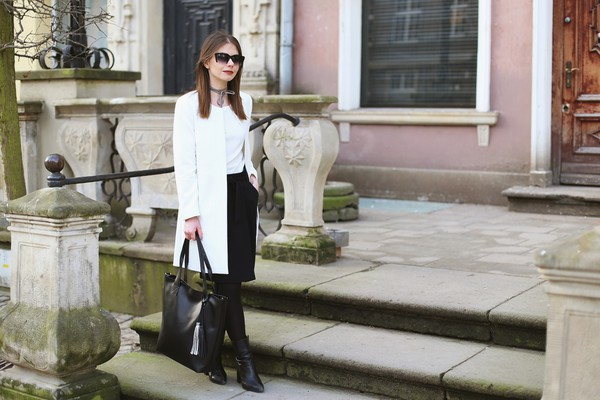 kapuczina blogger sweater skirt jewels bag coat tote bag white coat spring outfits black skirt black boots