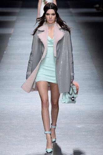 dress coat jacket kendall jenner pumps model kardashians runway versace milan fashion week 2016 fashion week 2016 grey purse