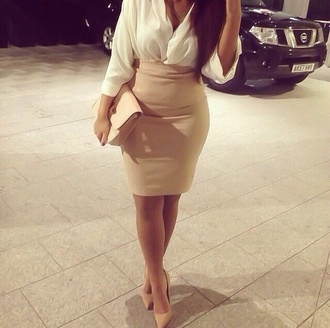 blouse short skirt mini skirt nude classy night date outfit party mini bag job bag t-shirt skirt shoes jumpsuit cream girly nude pumps shirt haut jupe chemise white blouse nude skirt nude dress nude bag high heels stilettos nude high heels top dress