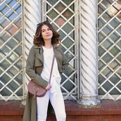 kapuczina,blogger,pants,t-shirt,bag,shoes,coat,crossbody bag,trench coat,white pants,spring outfits