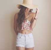 hat,beige,shorts,shirt,top
