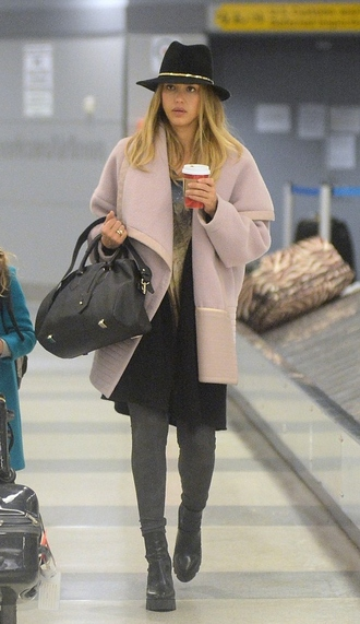 hat coat fall outfits jessica alba bag
