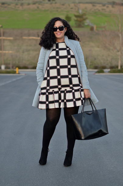 girl with curves blogger bag sunglasses curvy patterned dress light blue dress jacket tights jewels shoes opaque tights