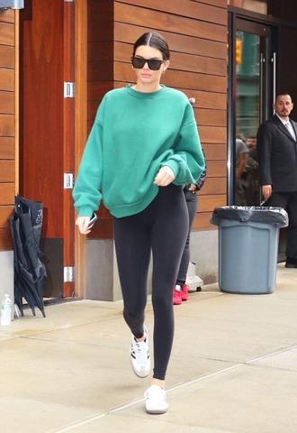 leggings sweatshirt sportswear streetstyle sneakers kendall jenner kardashians model off-duty