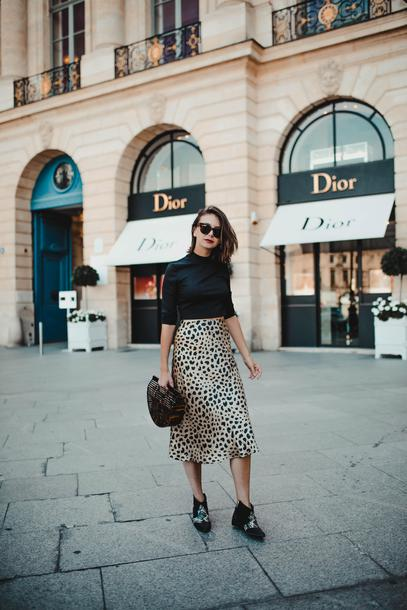 the brunette blogger t-shirt shoes animal print booties cult gaia bag fall outfits